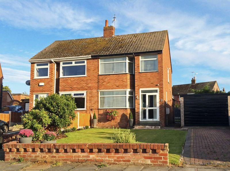 3 Bedrooms Semi Detached House for sale in Derwent Place, Poulton-Le-Fylde