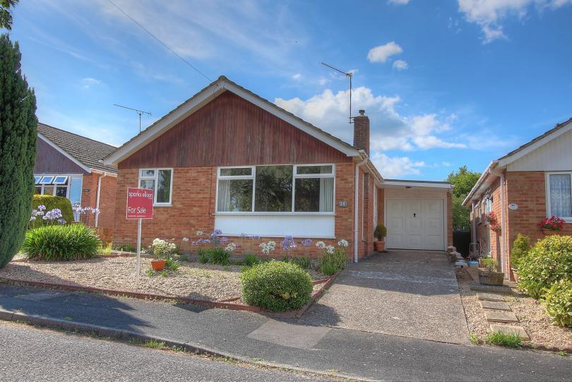 2 Bedrooms Detached Bungalow for sale in Poplar Way, North Baddesley