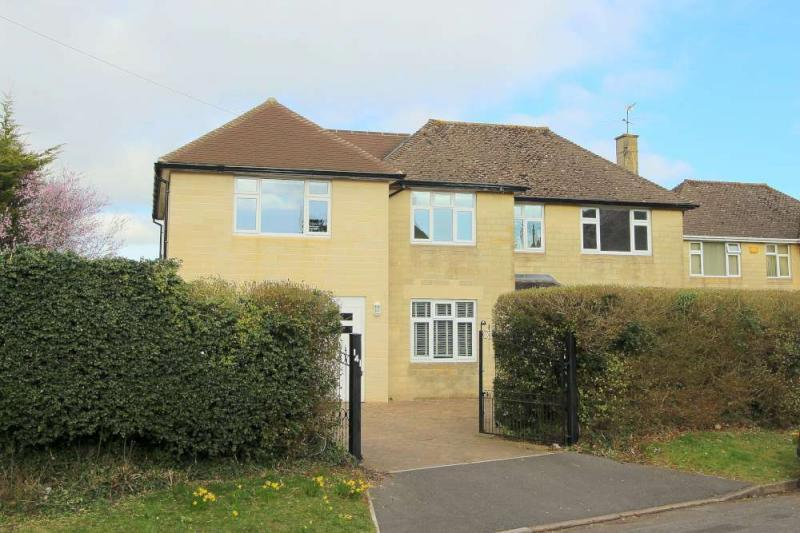 4 Bedrooms Detached House for sale in Old Frome Road