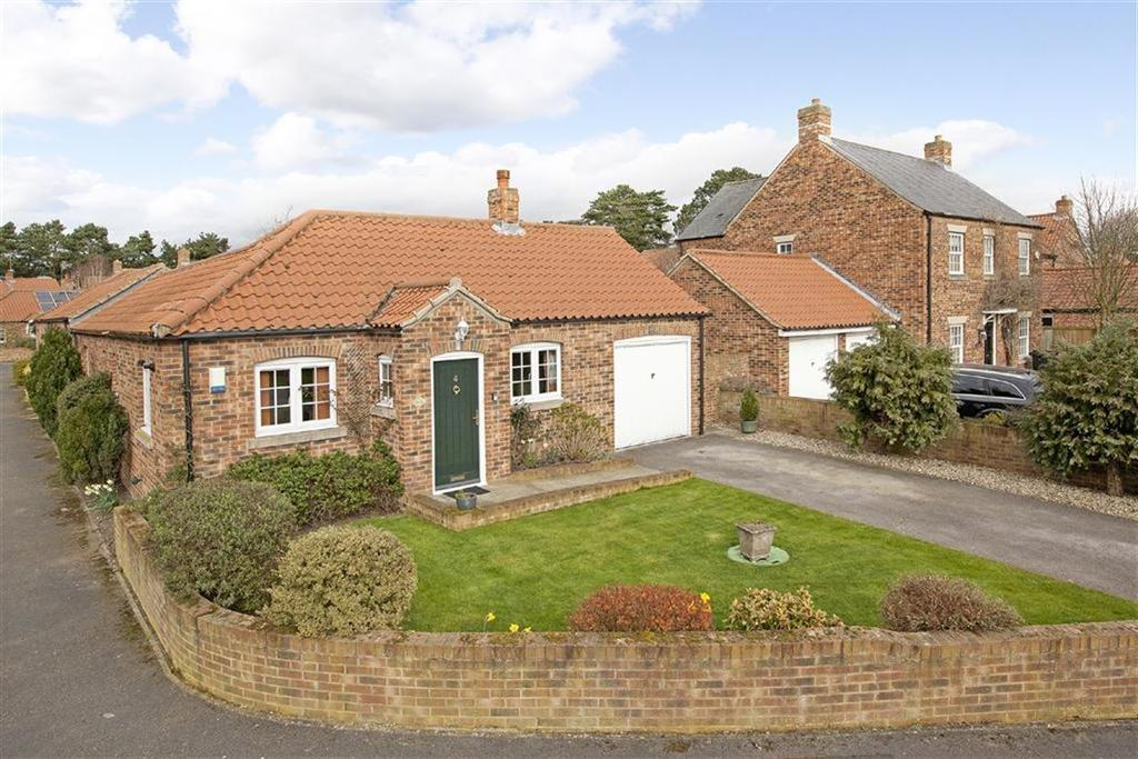 2 Bedrooms Detached Bungalow for sale in Back Lane, Whixley, York