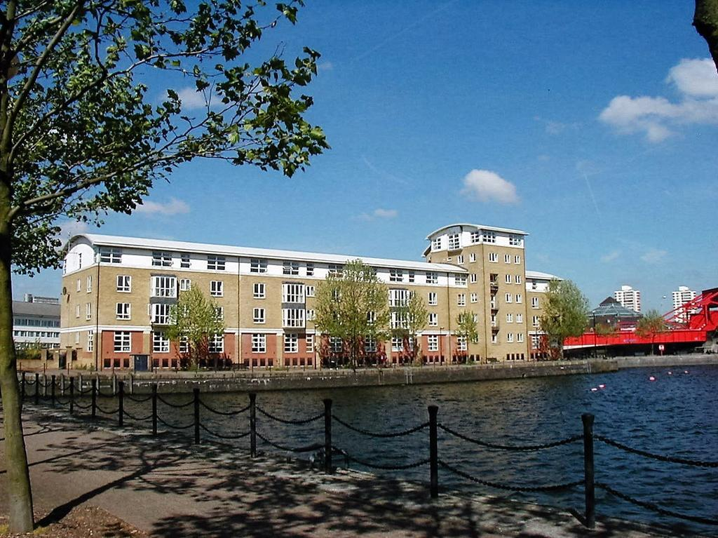 2 Bedrooms Flat for sale in Burrage Court, Worgan Street, London, SE16