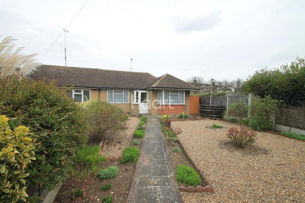 2 Bedrooms Bungalow for sale in Rayleigh