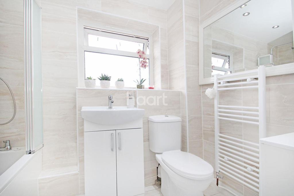 4 Bedrooms Terraced House for sale in Chargeable Lane, Plaistow