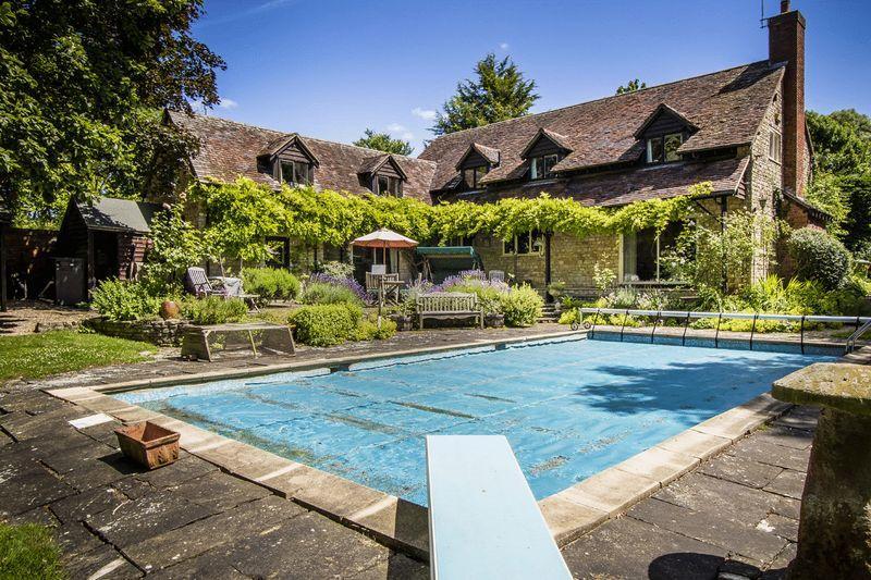 5 Bedrooms Unique Property for sale in Lighthorne, Warwickshire