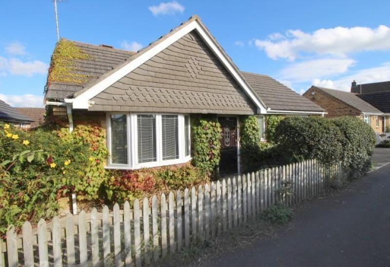 2 Bedrooms Bungalow for sale in Victoria Road, WARMINSTER, BA12