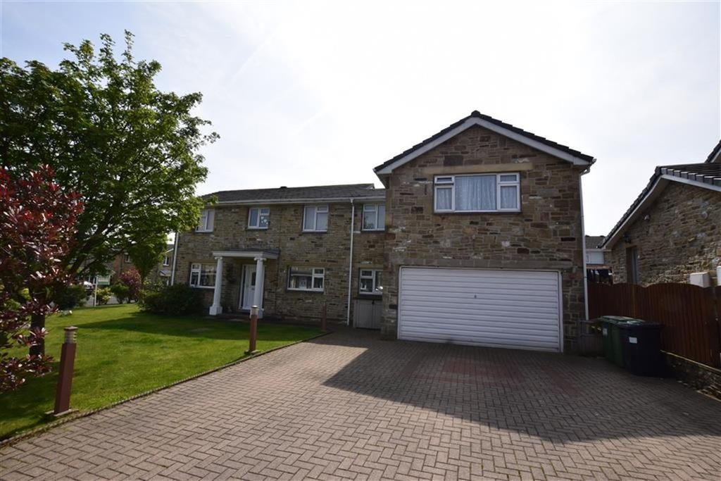 4 Bedrooms Detached House for sale in Merlin Court, Netherton, Huddersfield, HD4