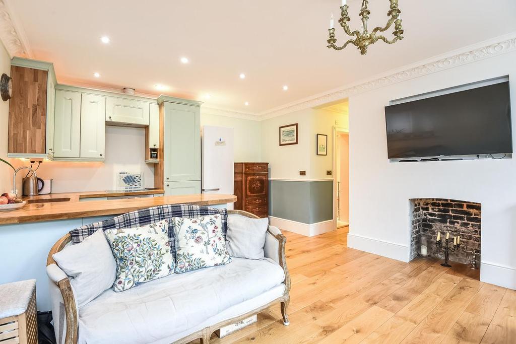 2 Bedrooms Flat for sale in Bishops Road, Highgate