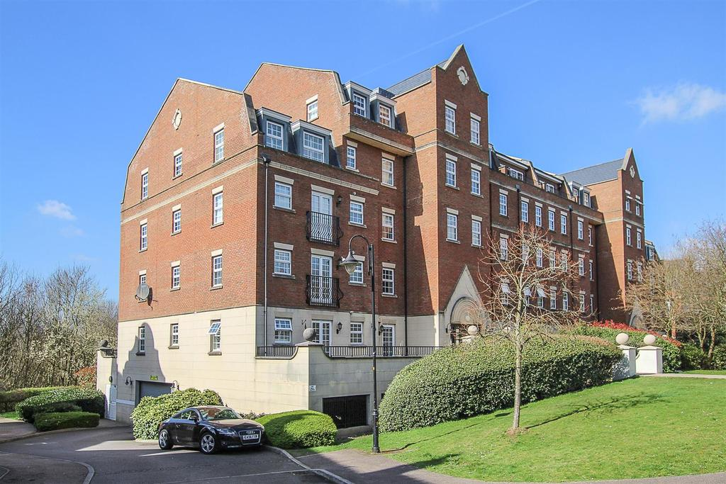 2 Bedrooms Apartment Flat for sale in Kipling Close, Warley, Brentwood