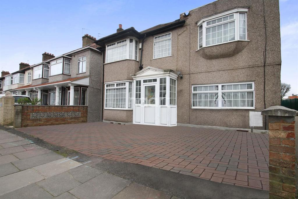 3 Bedrooms Detached House for sale in Southall