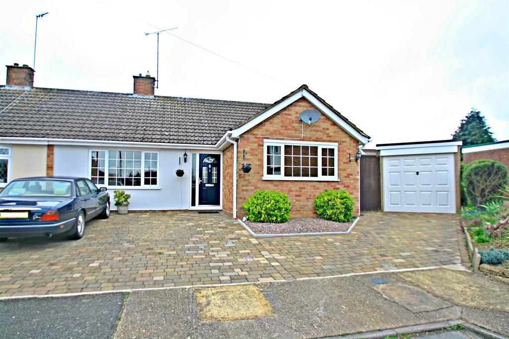 3 Bedrooms Semi Detached Bungalow for sale in St. Aidans Close, Bletchley, Milton Keynes