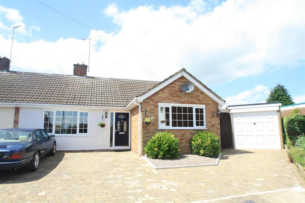 3 Bedrooms Semi Detached Bungalow for sale in St. Aidans Close, Bletchley, Milton Keynes