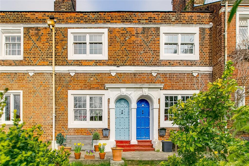 2 Bedrooms House for sale in Rosemary Cottages, Rosemary Gardens, London