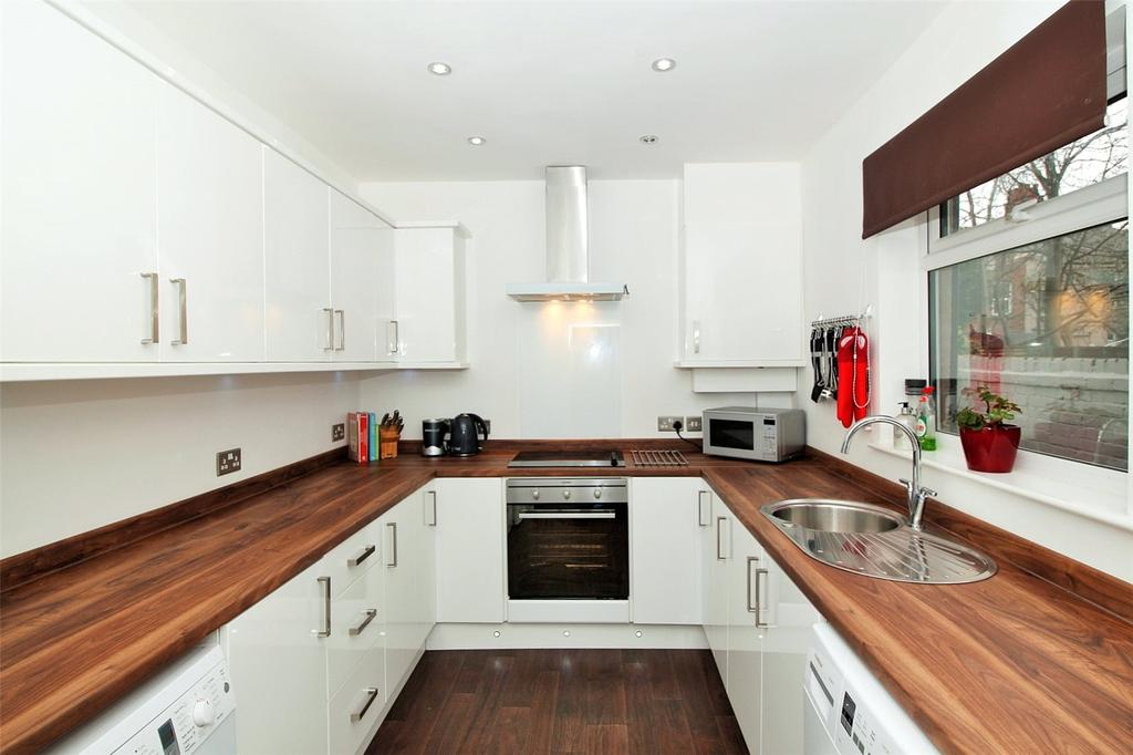 2 Bedrooms Terraced House for sale in Albert Street, Wrexham, LL13