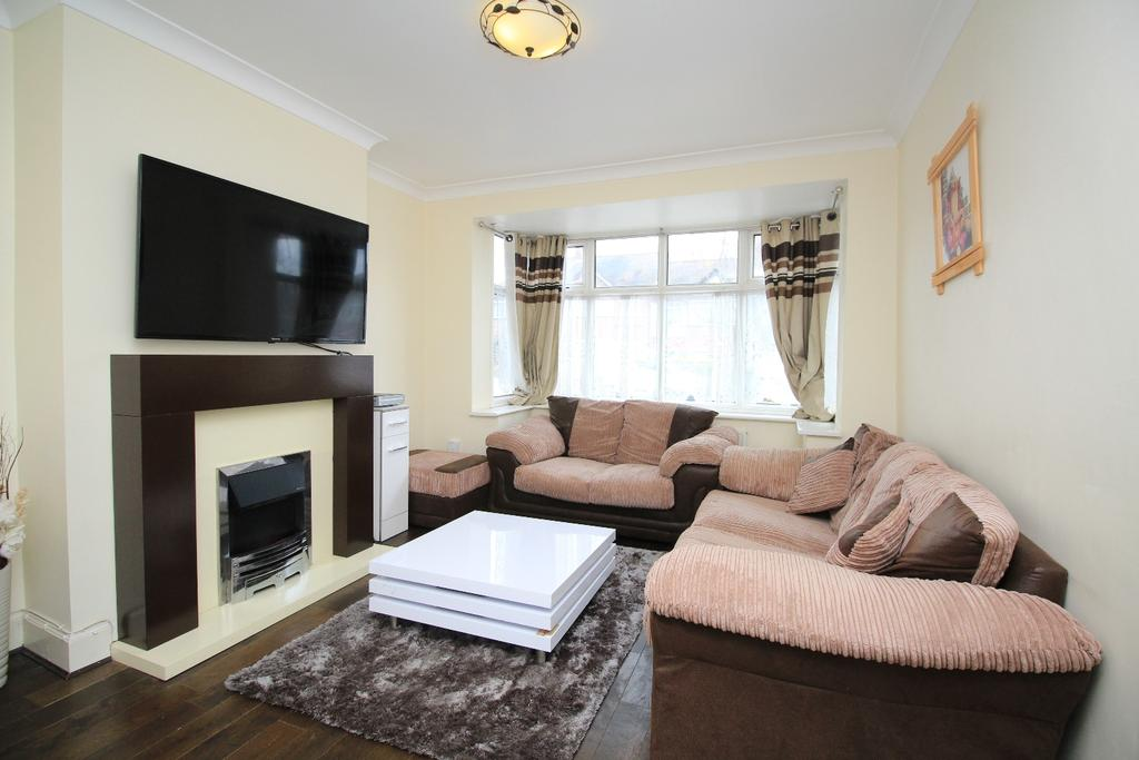 3 Bedrooms End Of Terrace House for sale in Combeside Plumstead SE18