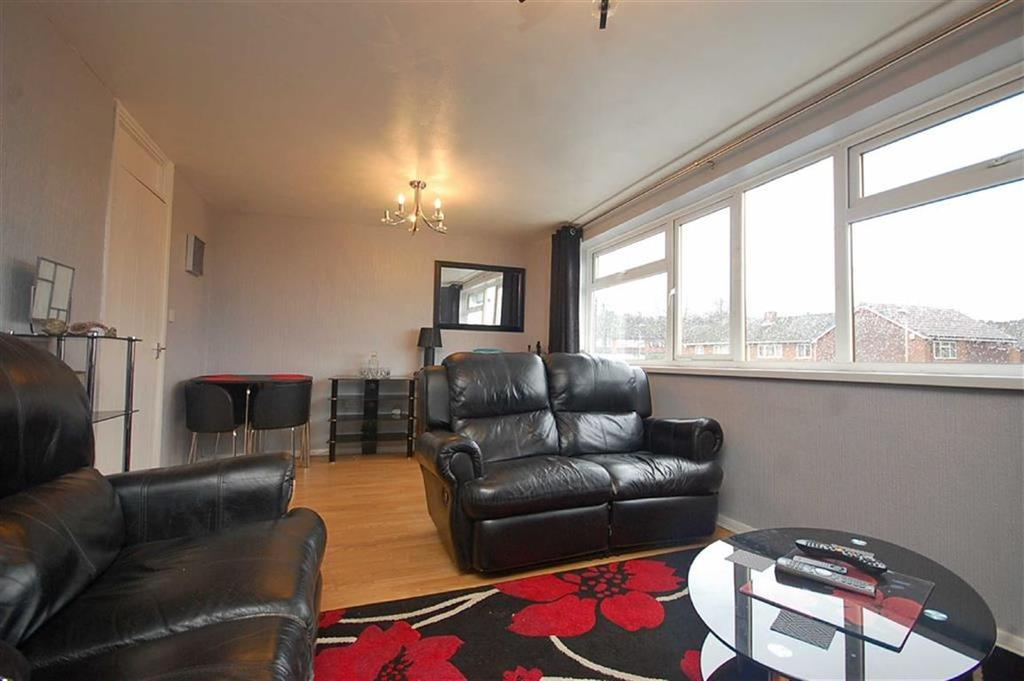 3 Bedrooms Apartment Flat for sale in Central Drive, Lower Gornal