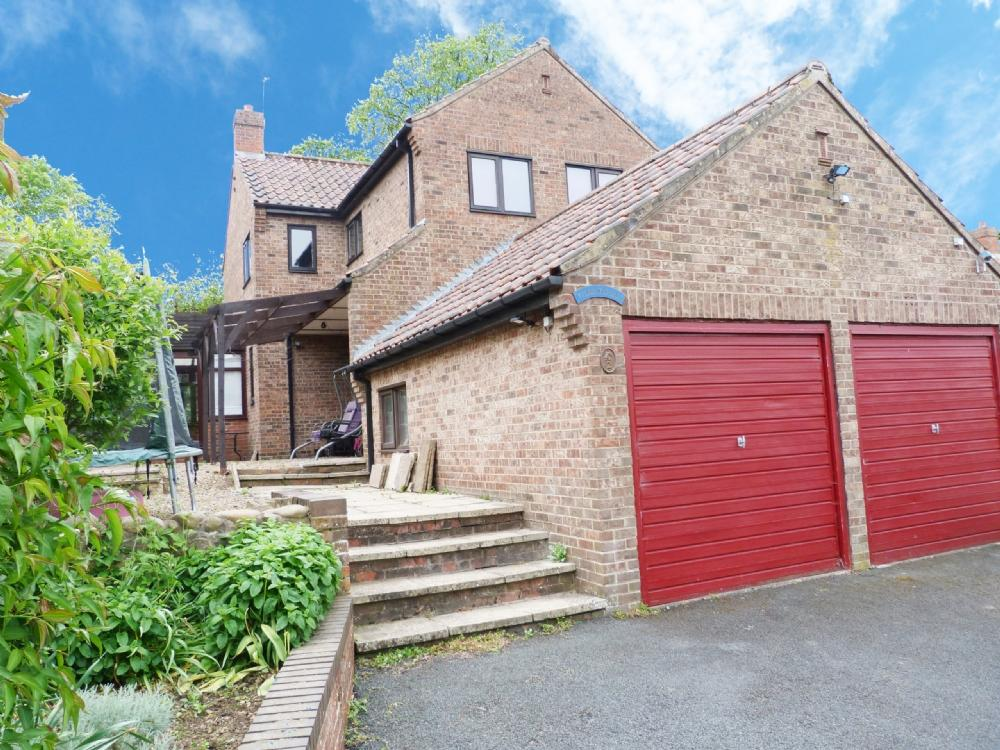 4 Bedrooms Detached House for sale in 2 Kingstonia Place Ripon HG4 1TF
