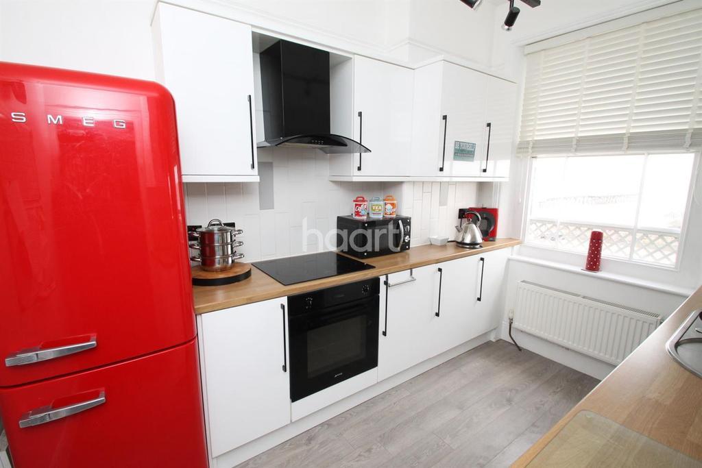 2 Bedrooms Flat for sale in Kirkley Cliff, Lowestoft
