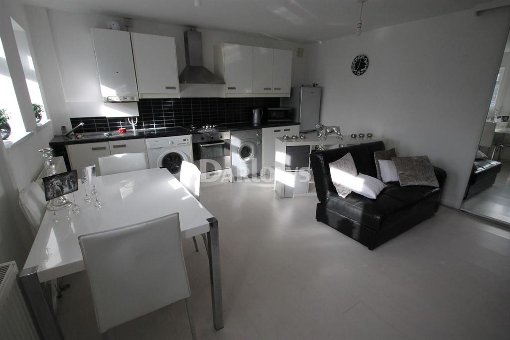 1 Bedroom Flat for sale in Wellington Court, Canton