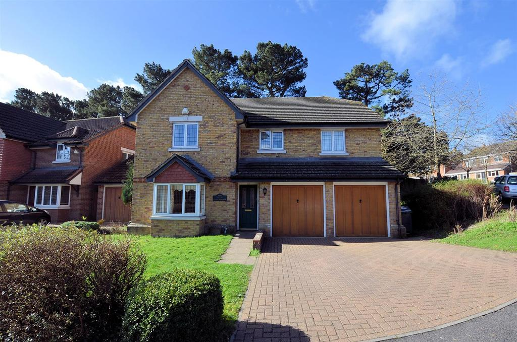 4 Bedrooms Detached House for sale in Clairmore Gardens, Tilehurst, Reading