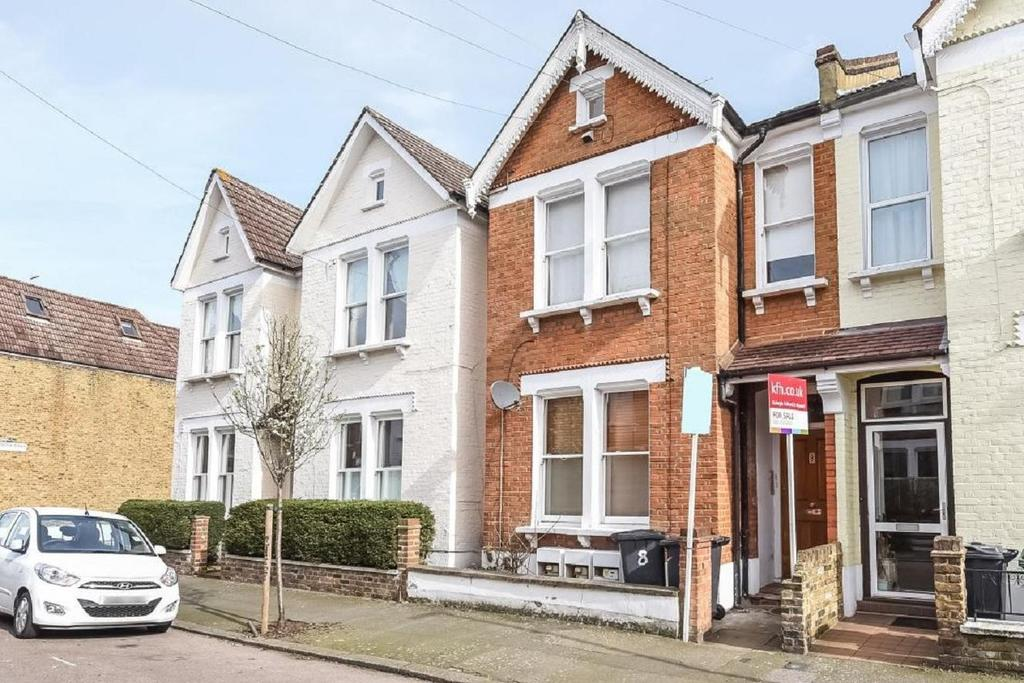1 Bedroom Flat for sale in Stirling Road, Clapham