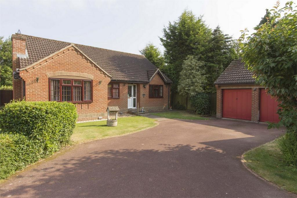 2 Bedrooms Detached Bungalow for sale in Windsor Park, Dereham, Norfolk