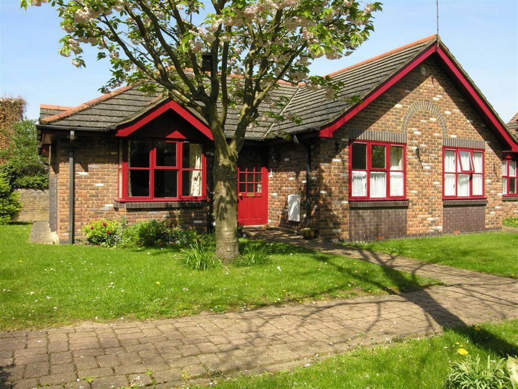 1 Bedroom Semi Detached Bungalow for sale in The Croft, Epsom, Surrey