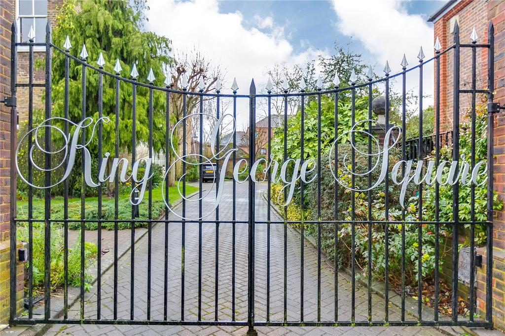 1 Bedroom Flat for sale in King George Square, Richmond, Surrey