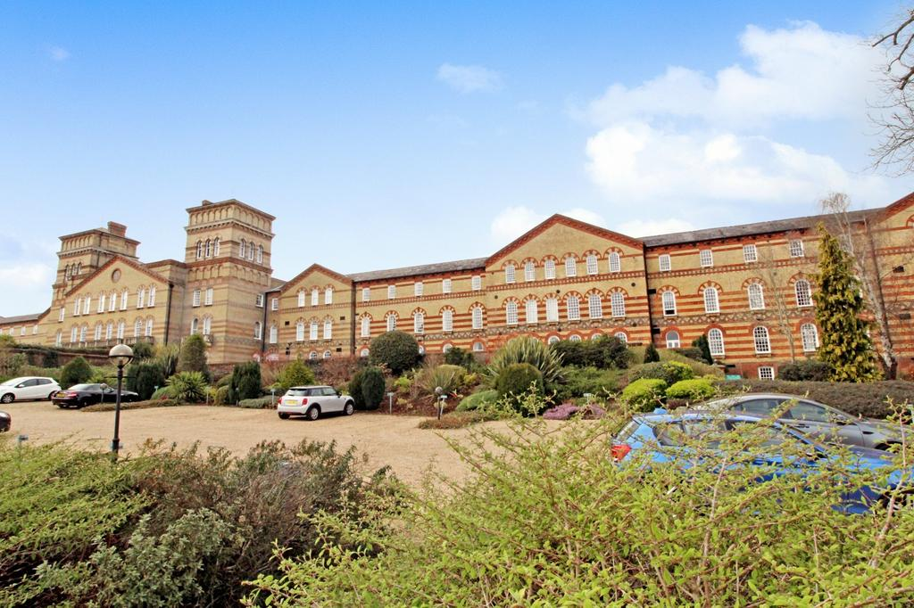 2 Bedrooms Flat for sale in Park East, South Downs Park, Haywards Heath, RH16