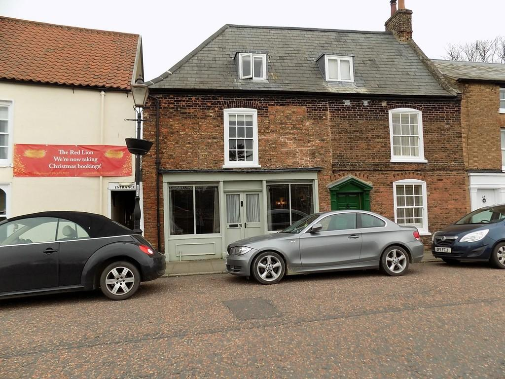 3 Bedrooms Terraced House for sale in North Brink, Wisbech