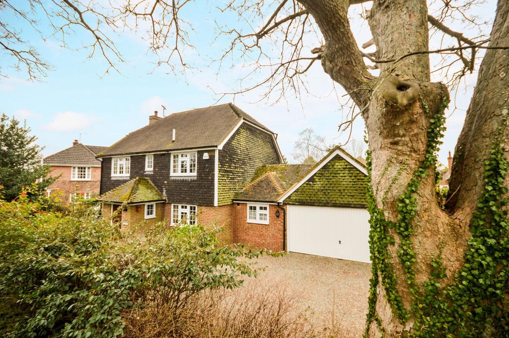 4 Bedrooms Detached House for sale in Westwell, TN25