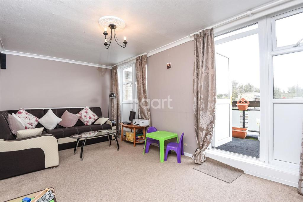 2 Bedrooms Flat for sale in Nettlecombe Close, Sutton