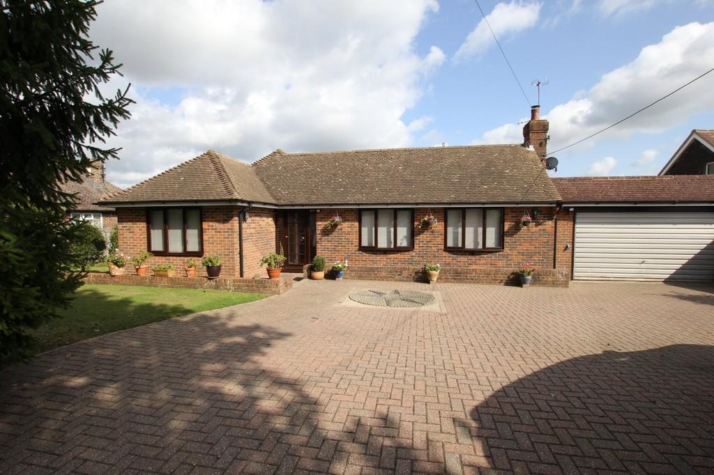 3 Bedrooms Detached Bungalow for sale in North Street, Waldron