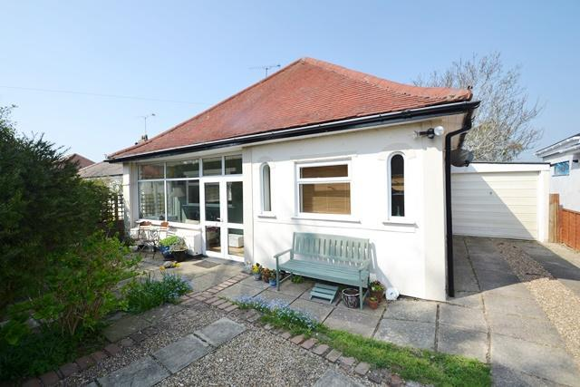 3 Bedrooms Detached Bungalow for sale in Langbury Lane, Ferring, West Sussex, BN12 6PU