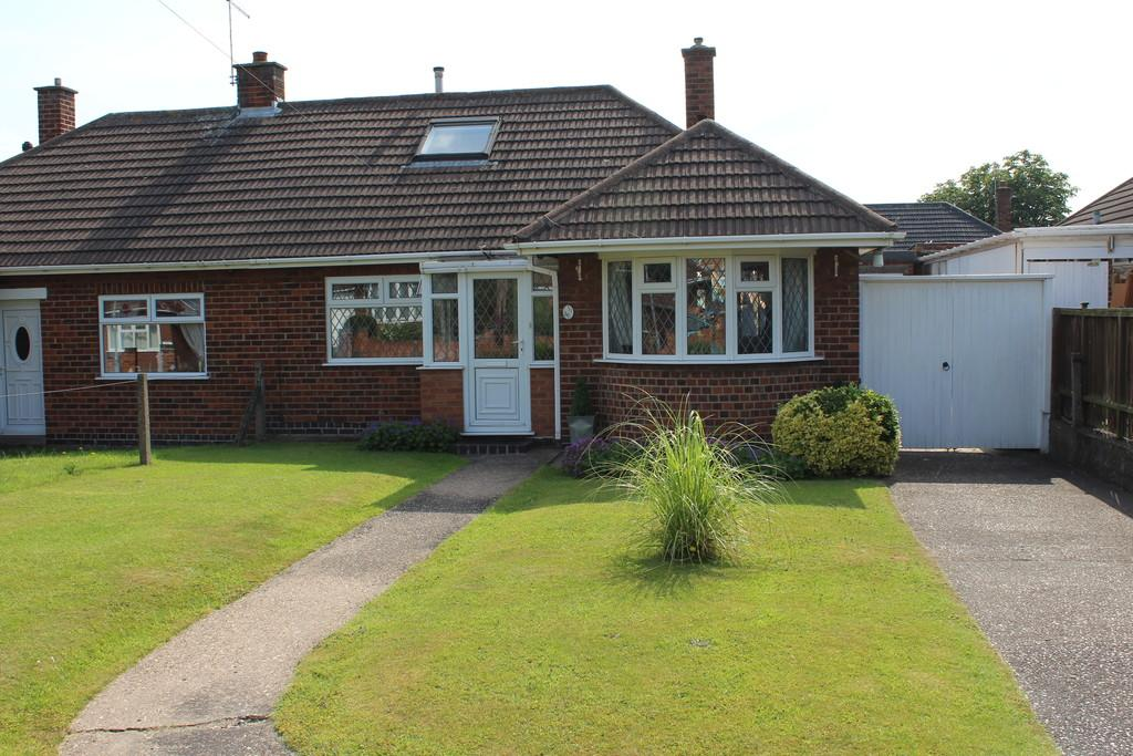 3 Bedrooms Semi Detached Bungalow for sale in Oldershaw Road, East Leake