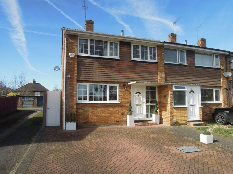 3 Bedrooms End Of Terrace House for sale in Off Langley Road