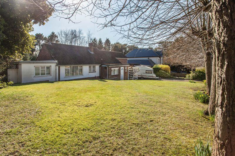 4 Bedrooms Bungalow for sale in Mavelstone Road, Bickley Bromley