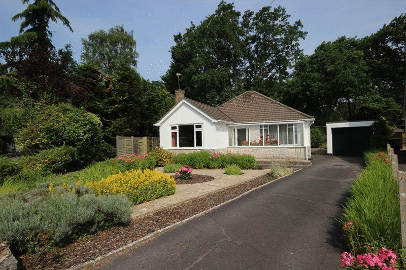2 Bedrooms Detached Bungalow for sale in WEST CHRISTCHURCH