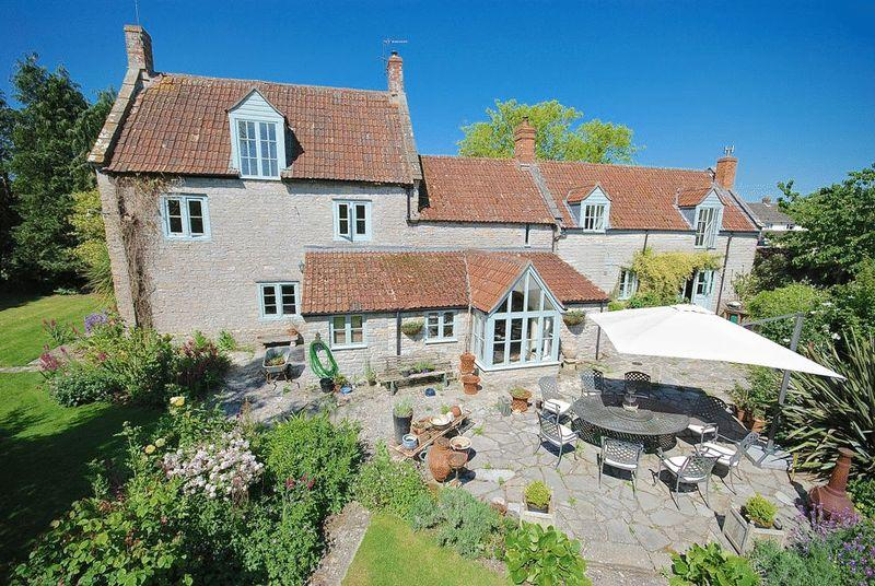 4 Bedrooms Detached House for sale in Keinton Mandeville - Between Somerton Castle Cary.