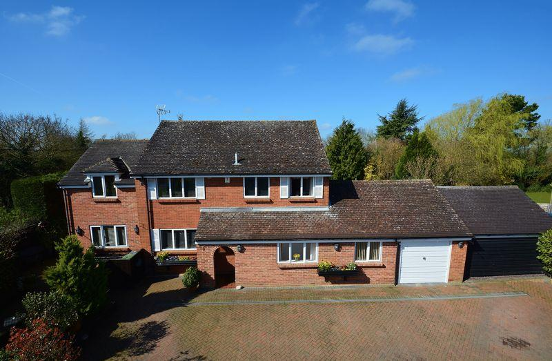 4 Bedrooms Detached House for sale in London Road, Milton Common