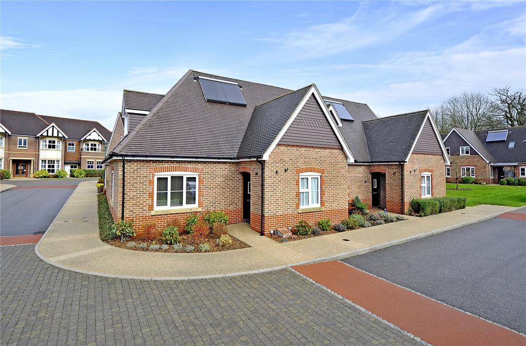 2 Bedrooms Retirement Property for sale in 1 Hooke Court, Bramshott Place, Liphook, Hampshire, GU30