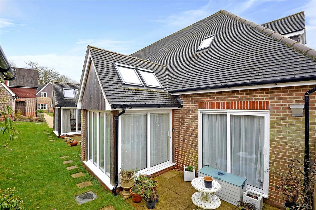 2 Bedrooms Retirement Property for sale in 1 Hooke Court, Bramshott Place, Liphook, Hampshire, GU30