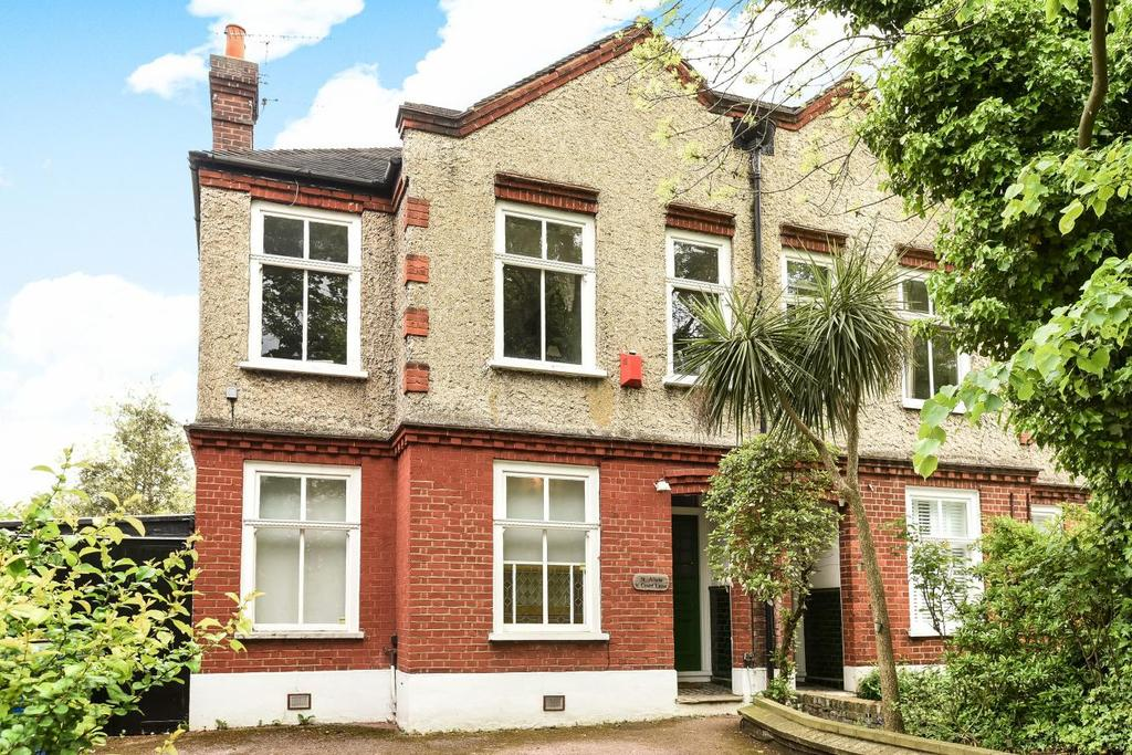 3 Bedrooms Maisonette Flat for sale in Court Lane, Dulwich Village, SE21