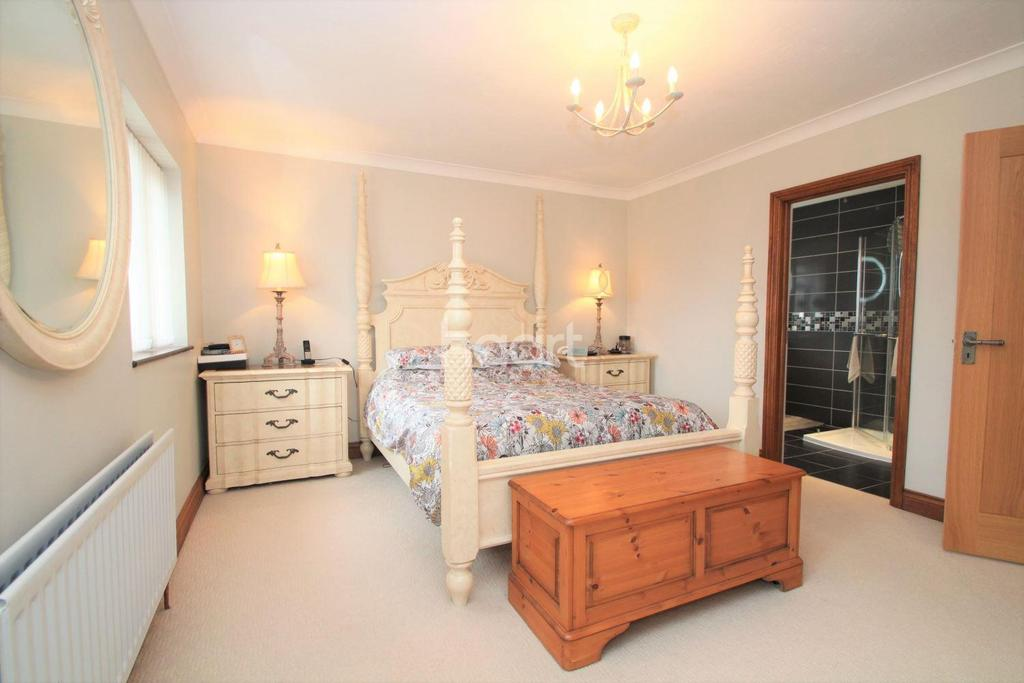 4 Bedrooms Detached House for sale in Alexander Road, Langdon Hills