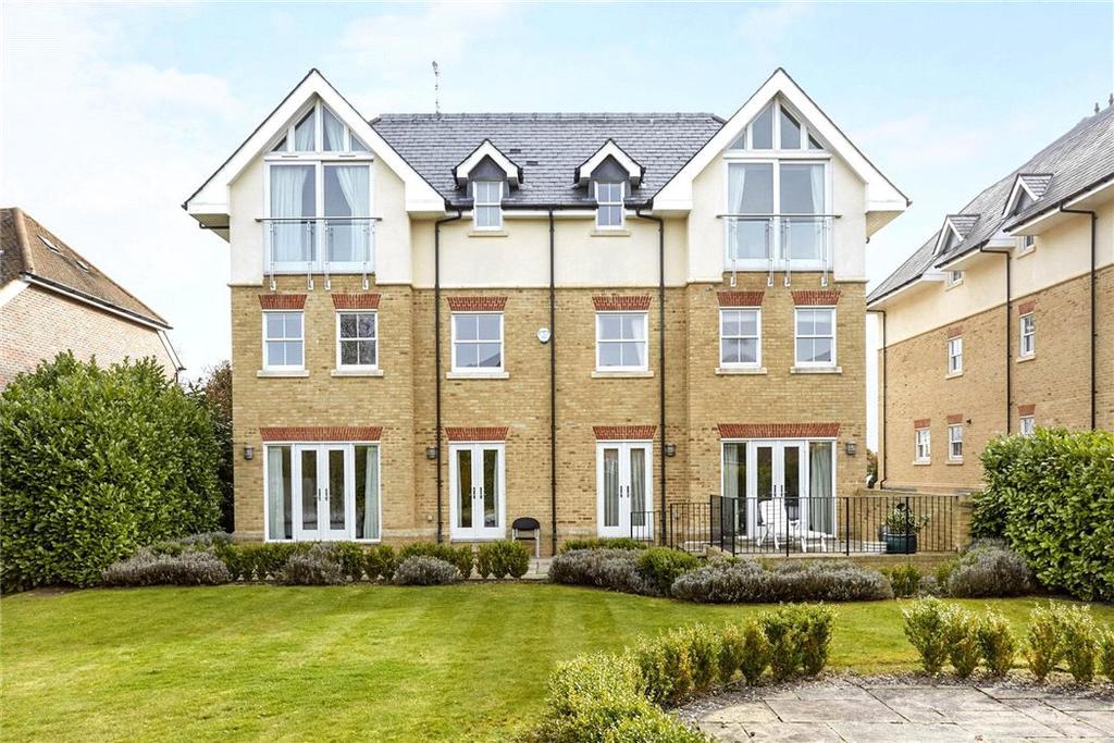 2 Bedrooms Flat for sale in Highwood House, Wayneflete Place, Esher, Surrey, KT10