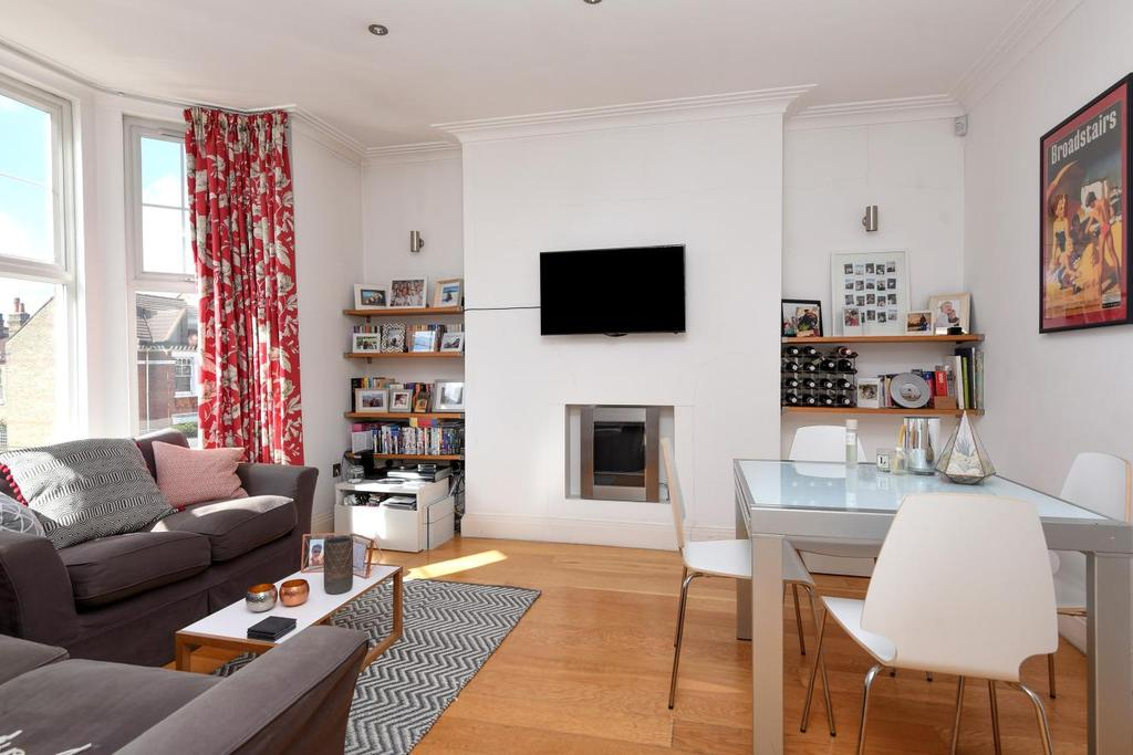 2 Bedrooms Flat for sale in Tooting Bec Road, Tooting Bec, SW17