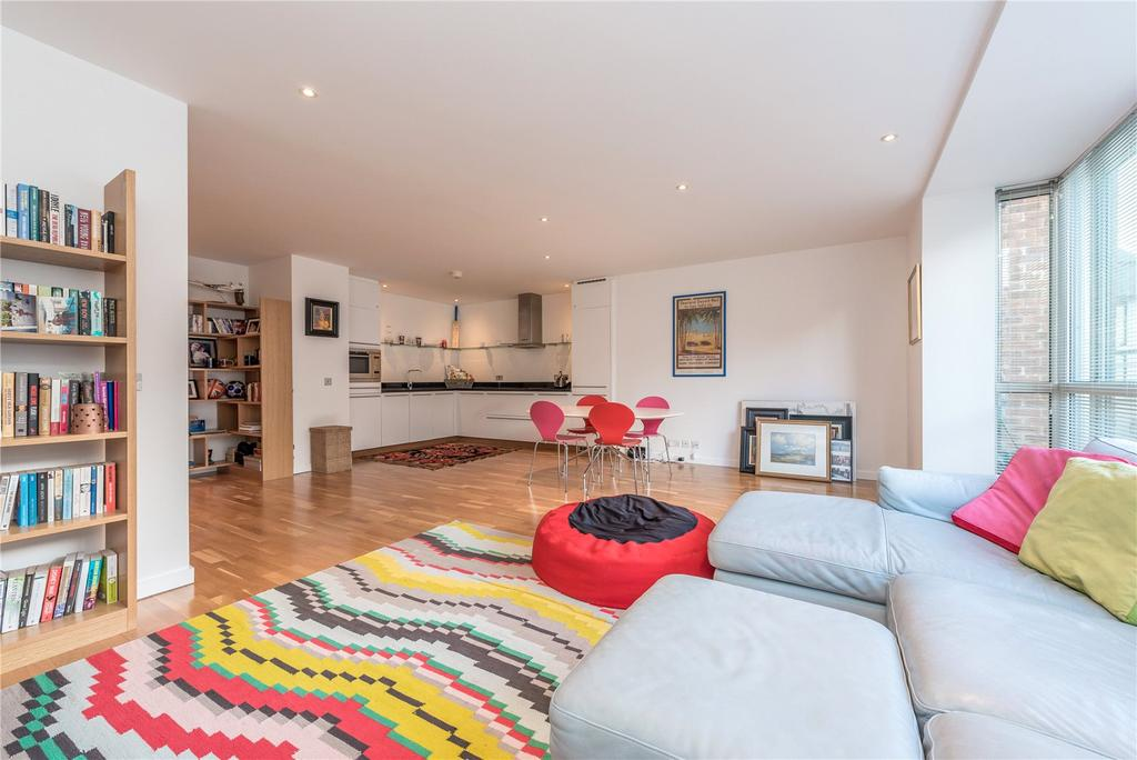 2 Bedrooms Flat for rent in Hosier Lane, Farringdon, London, EC1A