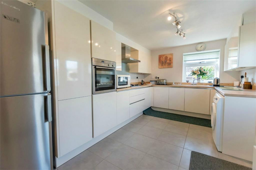 2 Bedrooms Detached Bungalow for sale in Waggoners Drive, Copmanthorpe, YORK