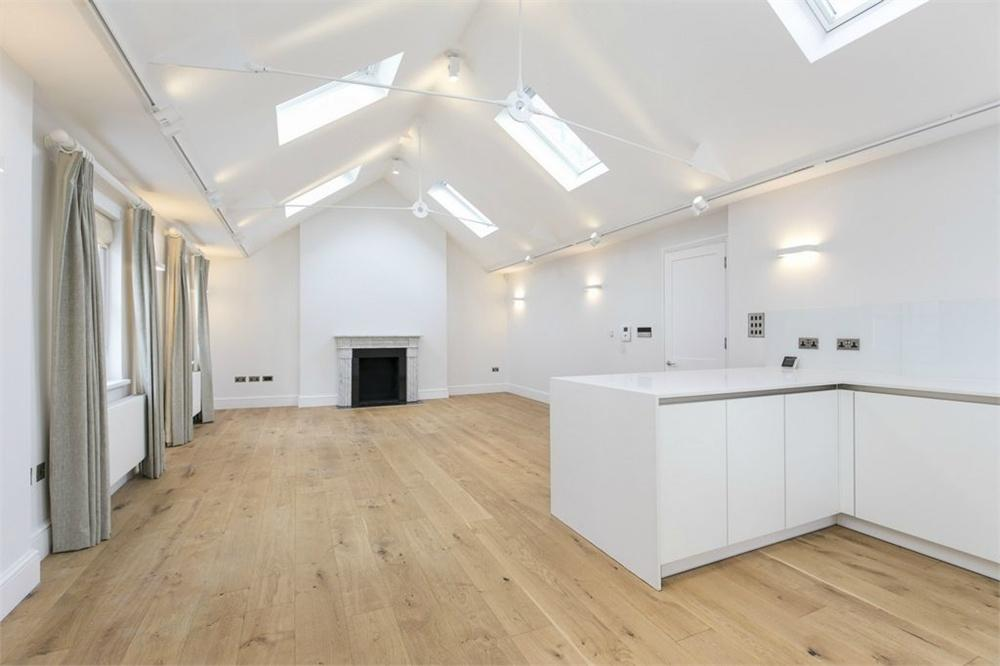 3 Bedrooms Flat for rent in Bolsover Street, London