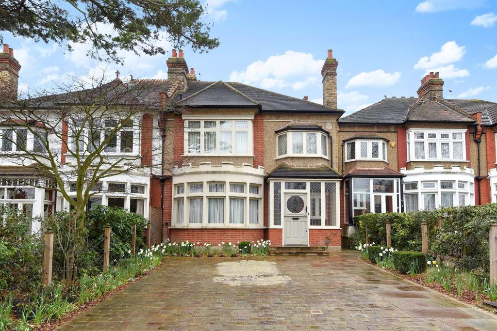5 Bedrooms Semi Detached House for sale in Powys Lane, Palmers Green, N13