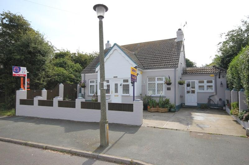 3 Bedrooms Detached Bungalow for sale in Colchester Road, Holland-On-Sea, Clacton-On-Sea